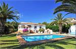 Nice villa with pool and lovely garden.