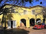 villa, located in a quiet area in good condition.