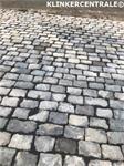 20180 270m2 grijs natuursteen klinkers kinderkoppen granietk
