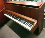 Piano SCHIMMEL Walnoot bruin