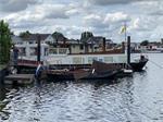 Recreatiewoonboot op eigen grond met eigen water.