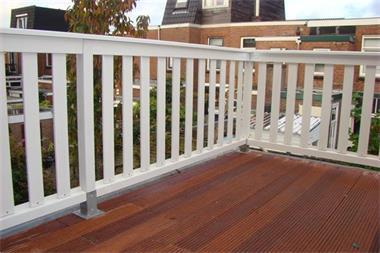 Grote foto hardhouten balkon hekken en terras hekken op maat tuin en terras hekken en schuttingen