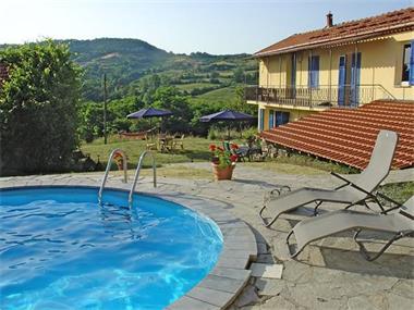 Bloemenriviera liguri huis met groot zwembad italie - Huis design met zwembad ...