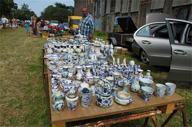 Grote foto kofferbak rommelmarkten diversen rommelmarktspullen
