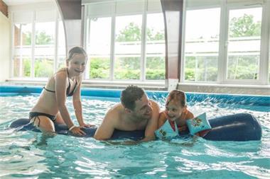 Grote foto chalet voor 4p nabij dinant met binnenzwembad vakantie belgi