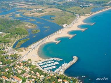 Grote foto te huur mobilhome aan de middellandse zee . vakantie europa zuid