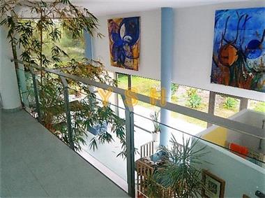Grote foto designer villa at the national parc montg . huizen en kamers bestaand europa