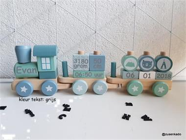 Grote foto houten trein met naam kinderen en baby kraamcadeaus en geboorteborden