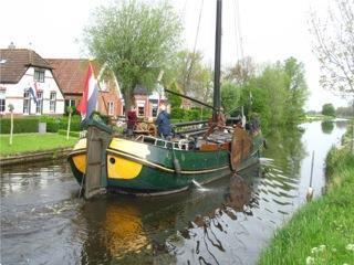 Grote foto mooi gelijnde tjalk voor wonen en varen watersport en boten platbodems