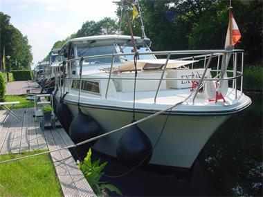 Grote foto boot met alle comfort en lange reizen watersport en boten motorboten en jachten