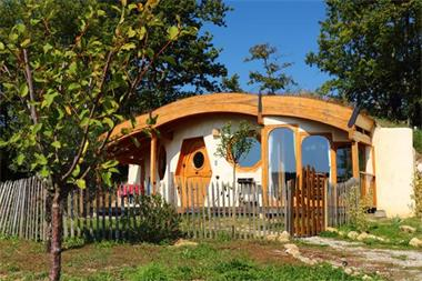 Grote foto hulp bij bouw hobbitwoningen vacatures goede doelen en vrijwilligerswerk