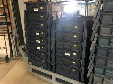 Grote foto kunststof transportkisten zakelijke goederen verpakking en verzending