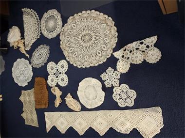 Grote foto gehaakte kante kleedjes diversen rommelmarktspullen