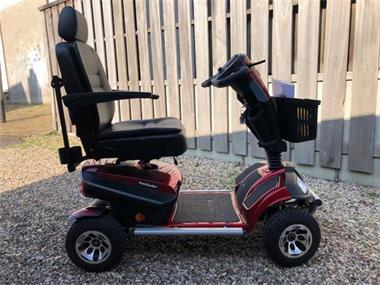 Grote foto handige hulp aangeboden..scootmobiel compact diversen rolstoelen