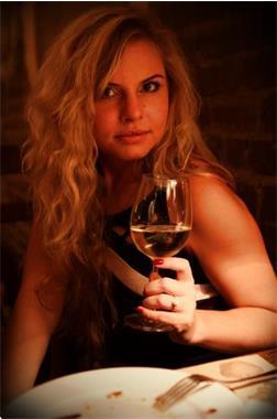 Grote foto gezellig een wijntje drinken contacten en berichten vrouw zoekt man