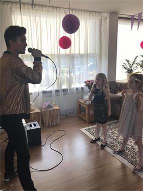 Kinderfeestje Aan Huis Met Goochelaar En Dj Kinderfeestjes En