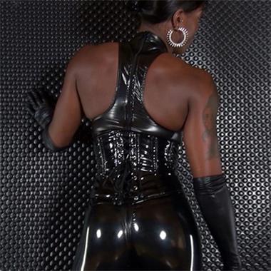 Grote foto antiliaanse meesteres zoekt slaaf met lef erotiek sm contact