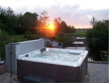 Grote foto romantisch luxe huisje rust bos jacuzzi optie vakantie nederland noord