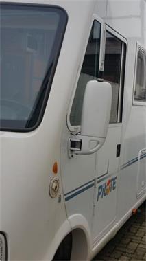 Grote foto pilote reference 692 bouwjaar 2006 met 150000 km. caravans en kamperen camper