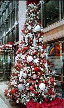 Grote foto opgetuigde kerstboom verhuur voor kantoor huis en inrichting onderdelen en accessoires