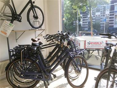 Grote foto damesfiets bsp boozz e met hulpmotor nijmegen fietsen en brommers elektrische fietsen