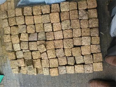 Grote foto granieten kinderkopjes vietnamees graniet tuin en terras sierstenen en rotsen