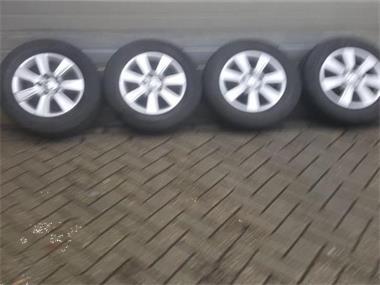 Grote foto 16 volkswagen transporter t5 t6 multivan velgen auto onderdelen banden en velgen