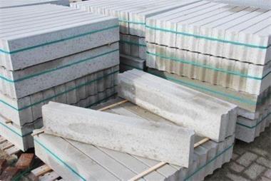 Grote foto betonbanden 10x20 opsluitbanden trottoirbanden tuin en terras tegels en terrasdelen