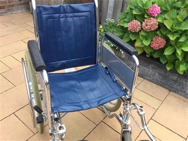 Grote foto vouwbare rolstoel met beensteunen beauty en gezondheid rollators