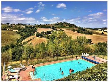 Grote foto vakantie op landgoed montesoffio in le marche vakantie italie