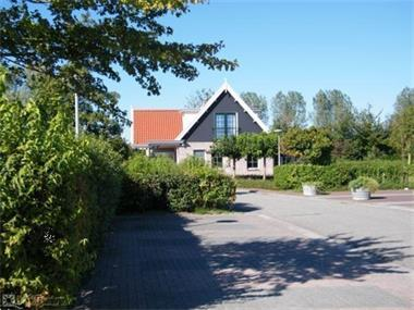 Grote foto 34 persoons luxe groepsaccommodatie op recreatiepark vlakbij vakantie nederland zuid