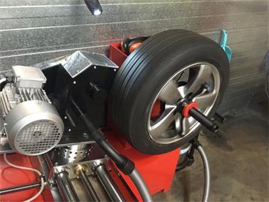 Grote foto banden trimmen tire trimmig 25 per band incl btw diensten en vakmensen verhuur auto en motor
