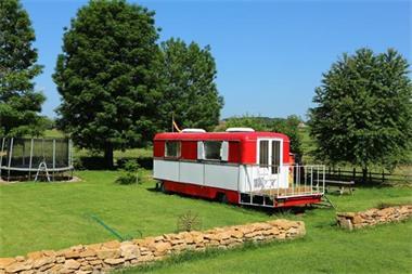 Grote foto kermiswagen dans le jardin vakantie frankrijk
