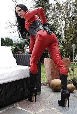 Grote foto allround meesteres zoekt betrouwbare slaaf erotiek sm contact