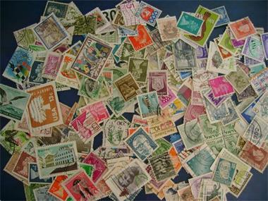 Grote foto gratis 150 diverse postzegels postzegels en munten postzegels