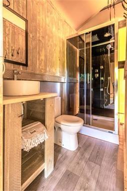 Grote foto luxe safaritent met badkamer in le marche vakantie italie