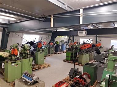 Grote foto tarzan jorg strippenbuiger handbediende buigmachine 70x7 5mm doe het zelf en verbouw gereedschappen en machines