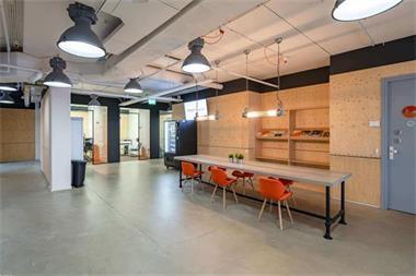 Grote foto te huur bedrijfsruimte innsbruckweg 110 140 rotterdam huizen en kamers bedrijfspanden