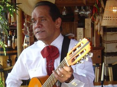 Grote foto k. valverde zanger gitarist mexicaanse muziek muziek en instrumenten boekingen
