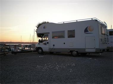 Grote foto camper te huur. caravans en kamperen campers