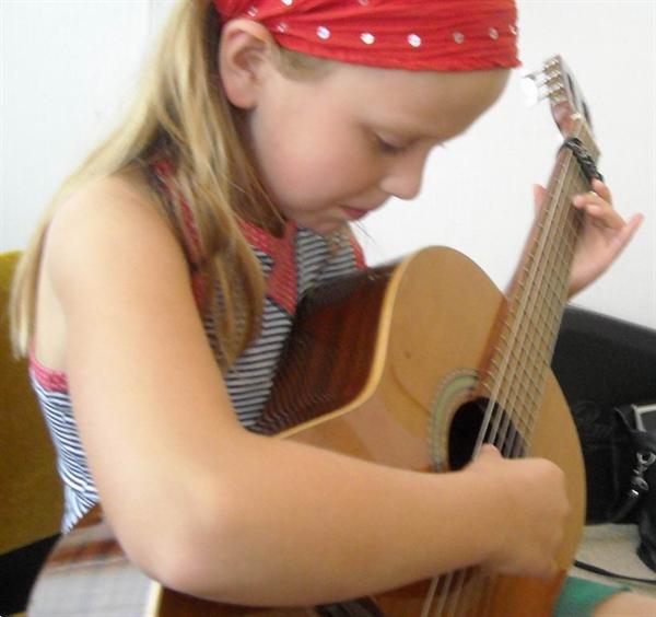 Grote foto gitaarles in arnhem zeer betaalbaar met gelrepas muziek en instrumenten gitaarles