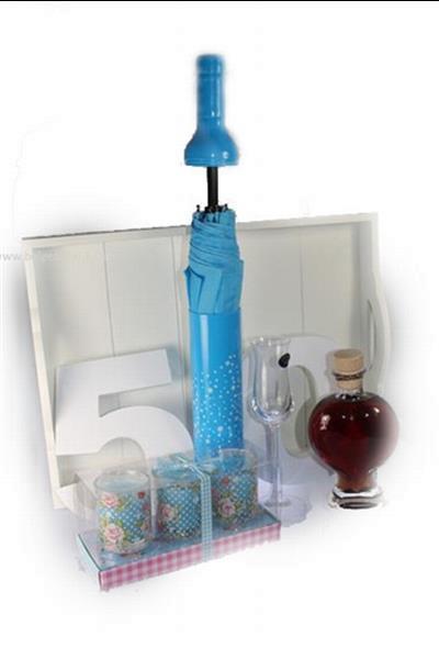 Grote foto sarah cadeau met fles paraplu en 50 diversen cadeautjes en bonnen