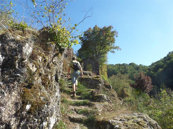 Grote foto wandelen in de auvergne zuiden frankrijk vakantie senioren