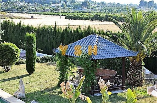 Grote foto beautiful luxury villa on a large plot. huizen en kamers vrijstaand