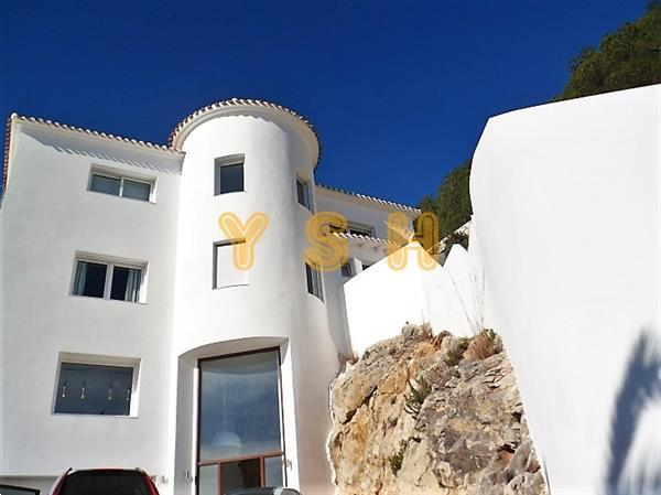 Grote foto a really splendid large villa with sea views. huizen en kamers vrijstaand