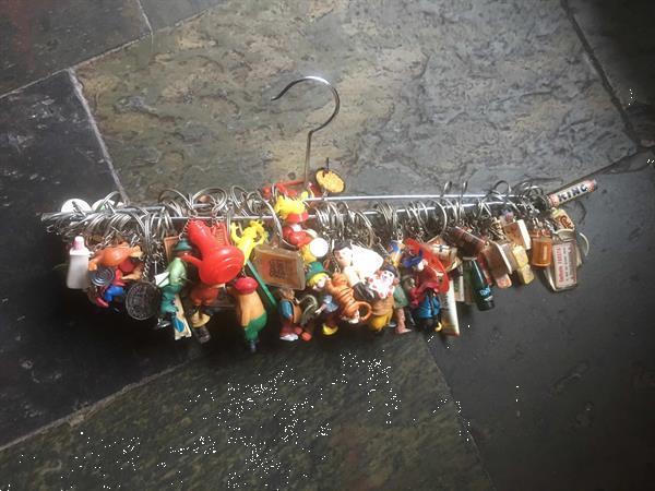 Grote foto meer dan 100 sleutelhangers jaren 60 verzamelen sleutelhangers