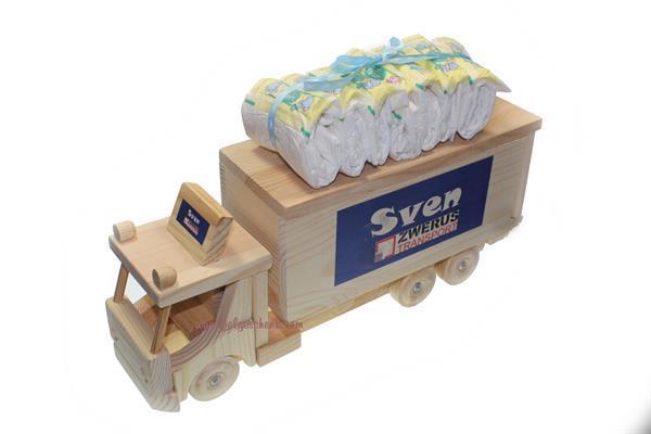 Grote foto houten vrachtwagen spaarpot met babynaam kinderen en baby kraamcadeaus en geboorteborden