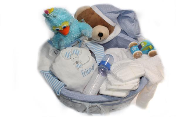 Grote foto baby cadeau op houten slee met babynaam kinderen en baby kraamcadeaus en geboorteborden