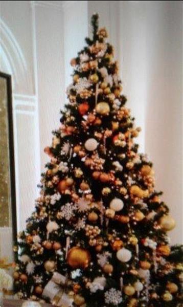 Grote foto opgetuigde kerstboom huren voor jullie event diensten en vakmensen bedrijfsuitjes
