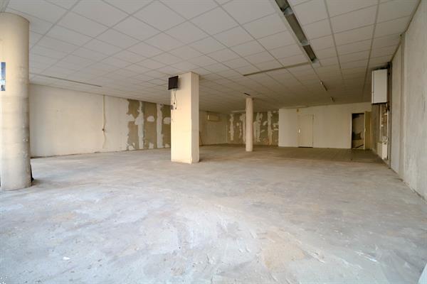 Grote foto winkel kantoor praktijkruimte aan een winkelstrip bedrijfspanden winkelruimte te huur